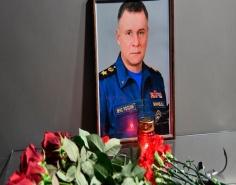 Лев Квициния принимает участие в церемонии прощания с главой спасательного ведомства России