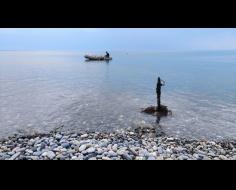 Работу по очистке столичного пляжа продолжили сотрудники ГИМС МЧС Абхазии