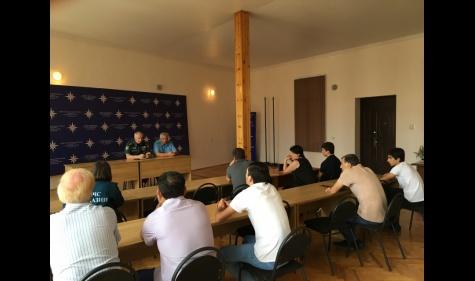 Министр по чрезвычайным ситуациям Абхазии Лев Квициния провел встречу с родителями абитуриентов поступающих в профильные вузы МЧС России